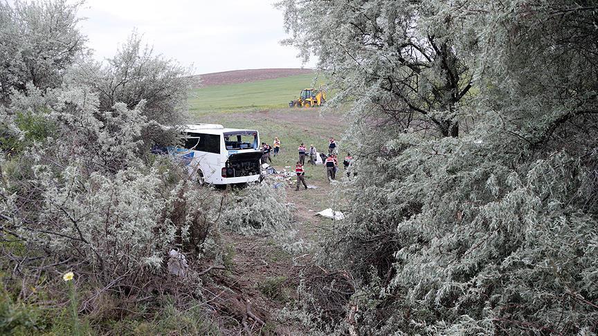 8 killed, 34 injured in bus accident near Ankara