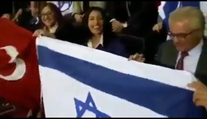 AKP mayor gets great criticism over holding terrorist Israeli flag