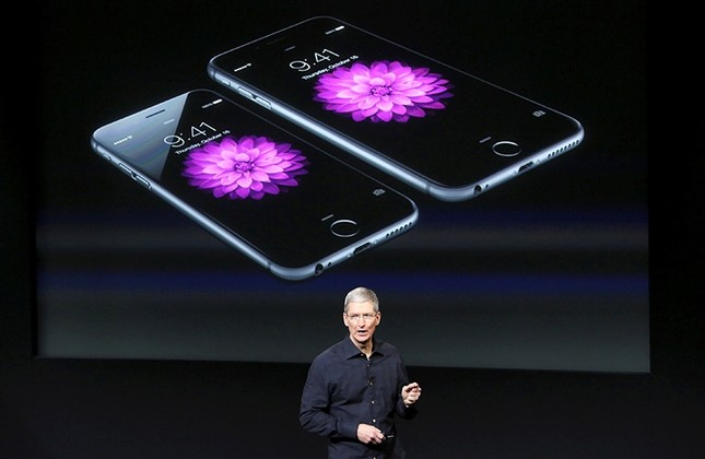 Apple issues apology over secretly slowing older iPhones