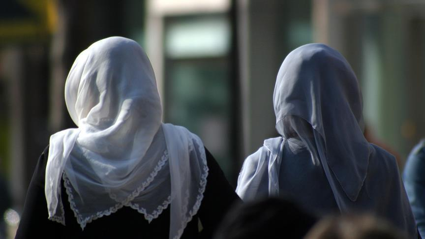 Belgium court allows students to wear headscarf