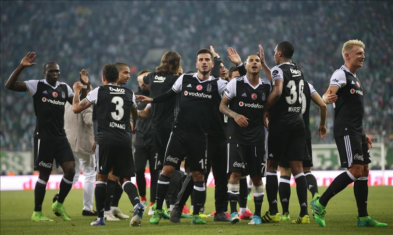 Besiktas reclaims league's top spot in shutout