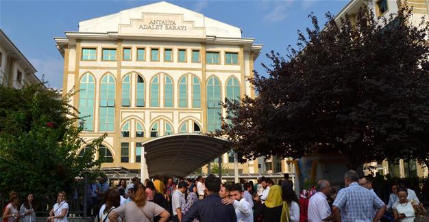 Courthouse evacuated over bomb notice in Turkey's Antalya