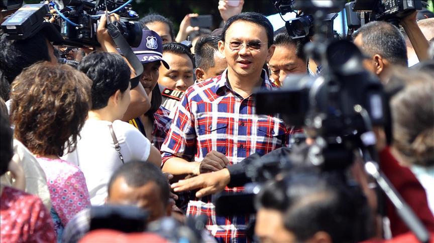 Demands the arrest of Jakarta's governor before runoff