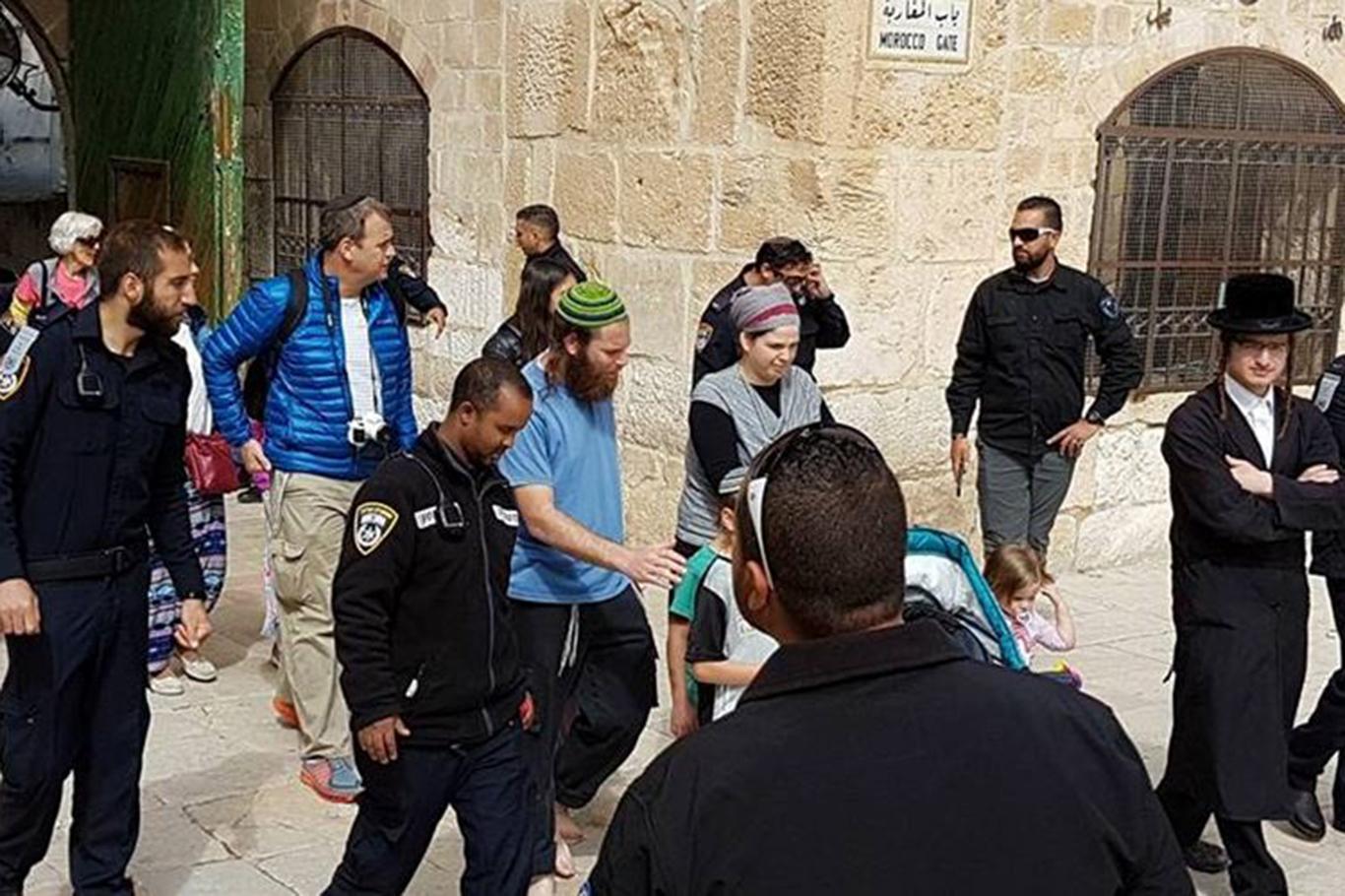 Dozens of Zionist settlers defile al-Aqsa Mosque
