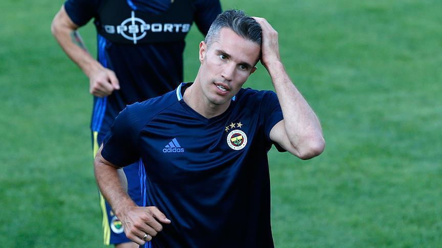 Dutch football veteran van Persie returns to Feyenoord