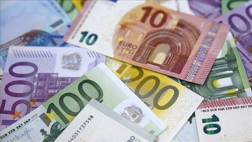 Euro slips, Turkey starts lira-settled auction