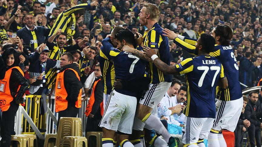 Fenerbahce beats Manchester United 2-1 in Europa League