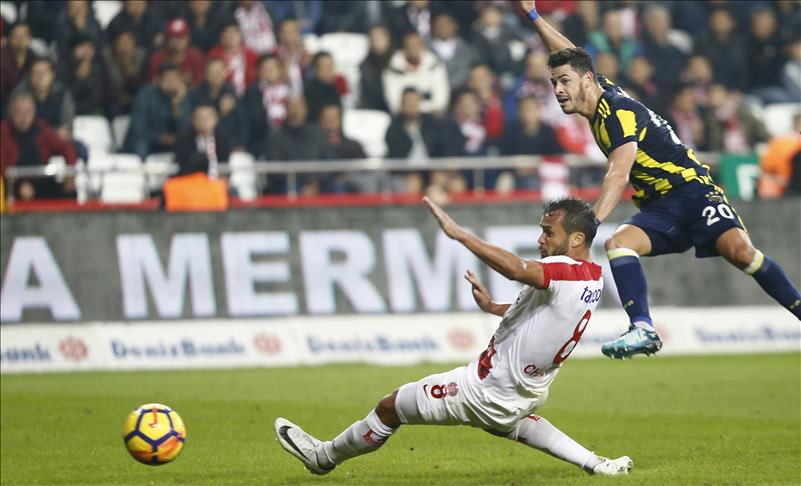 Football: Fenerbahce get the job done in Antalya: 1-0