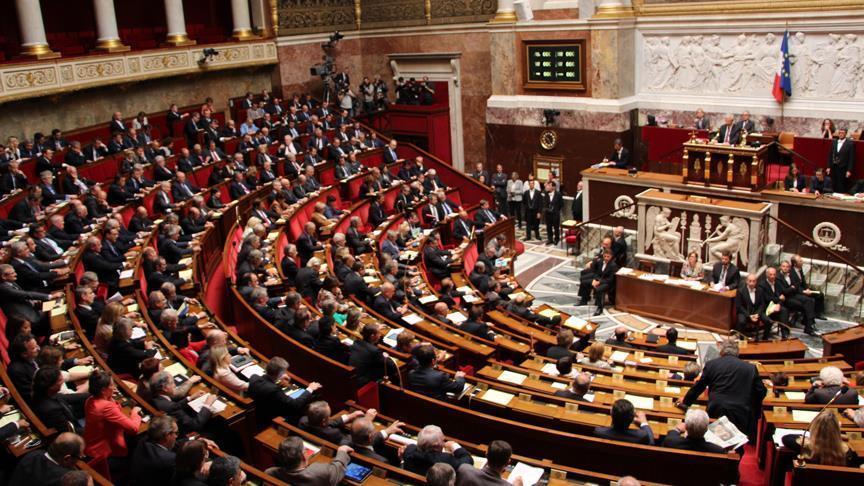 France: Controversial anti-terror law passes hurdle