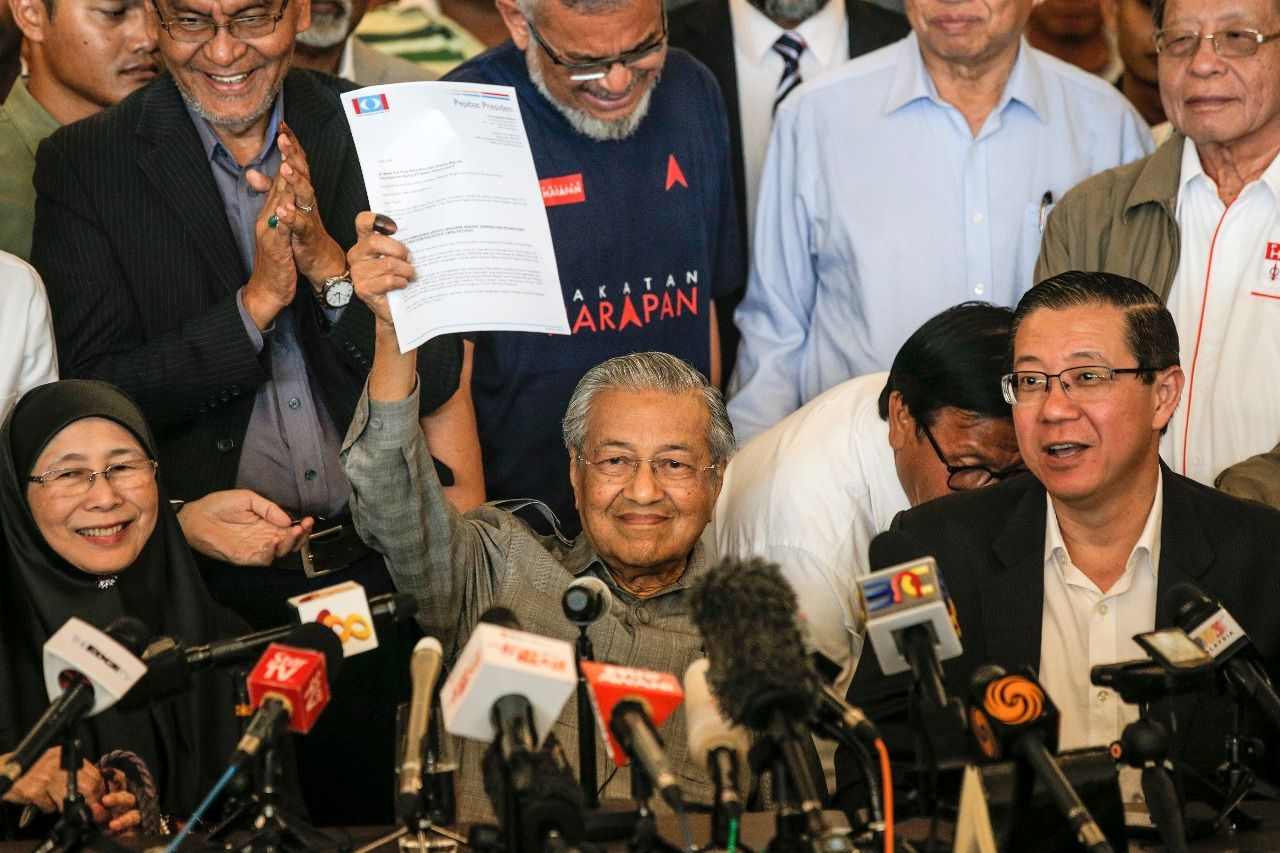 Government changed 60 years later in Malaysia! Mahathir re-elected at the age of 92