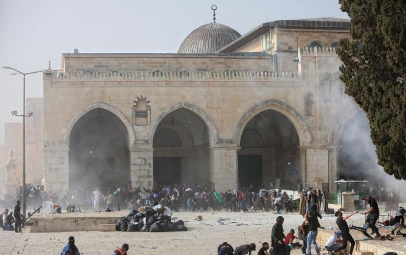 Hamas calls on Palestinians to defend Al-Aqsa against Israeli settlers' raids