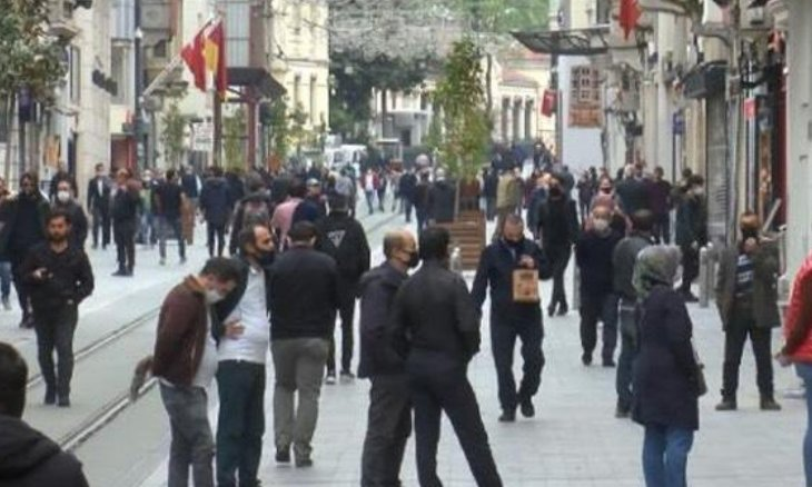 Health Minister criticizes citizens for flocking to İstiklal Avenue amid coronavirus pandemic