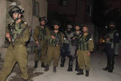 Israel kidnaps several Palestinians during raids on homes