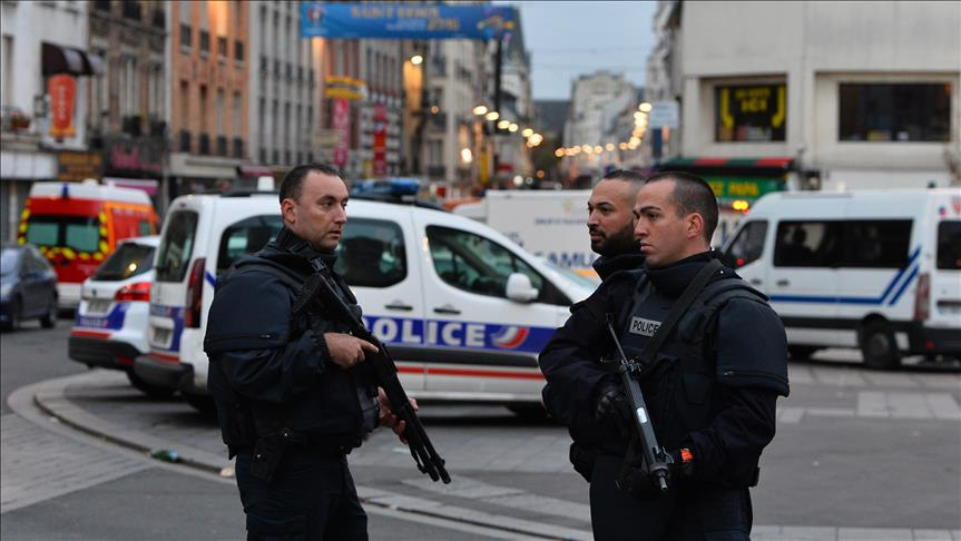 Knife attacker shot by police in Paris