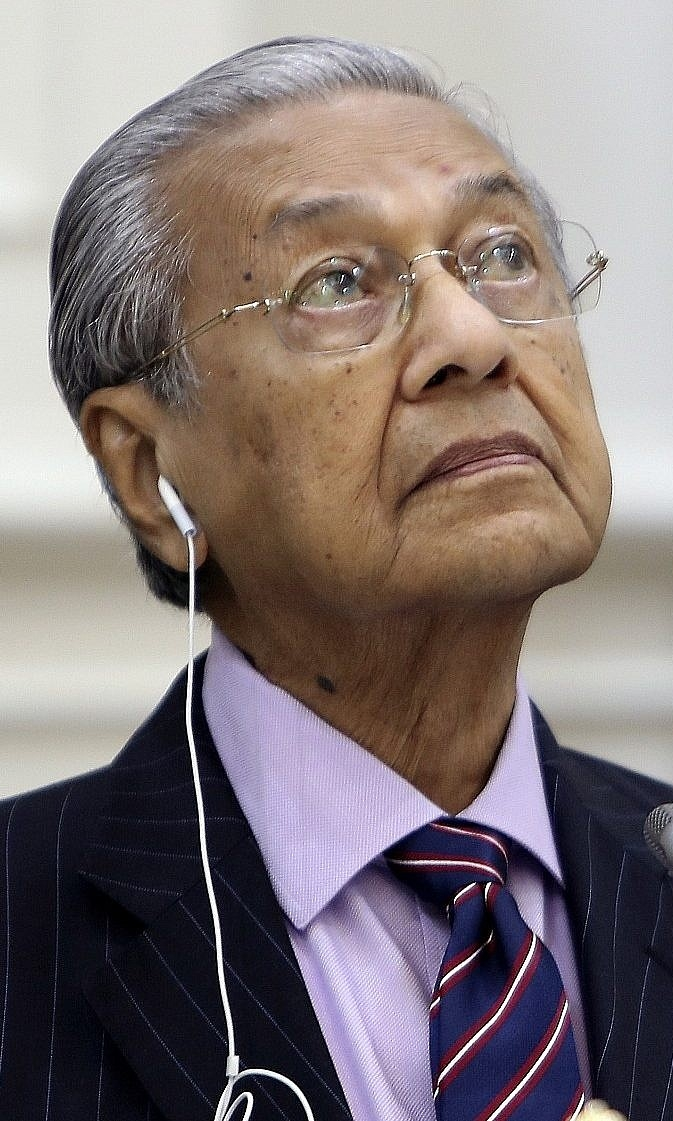 Malaysias Mahathir submits resignation to king