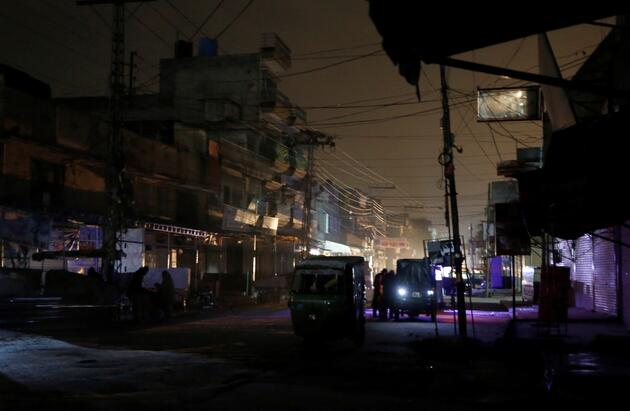 Massive power outage plunges Pakistan into darkness