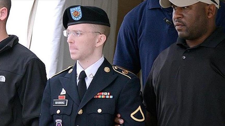 Obama grants Chelsea Manning early release