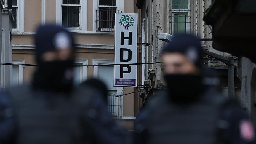 Police detain 20 opposition HDP members in Istanbul