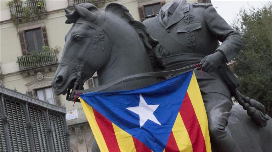 Police detain Catalan mayor in separatist flag row