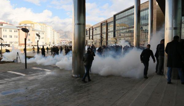 Police detain Van mayor in Turkey's east, appoints administrators