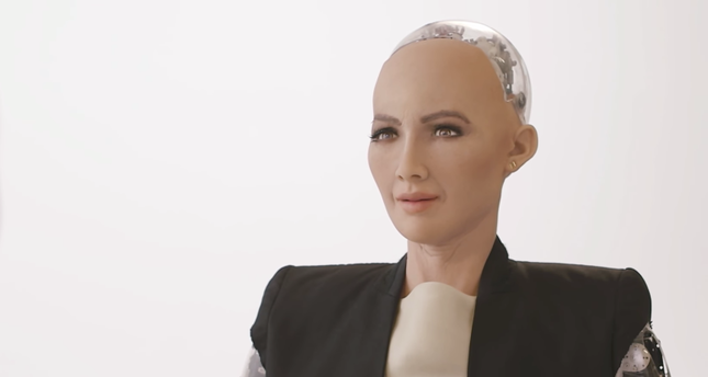 Saudi Arabia gives citizenship to robot 'Sophia'