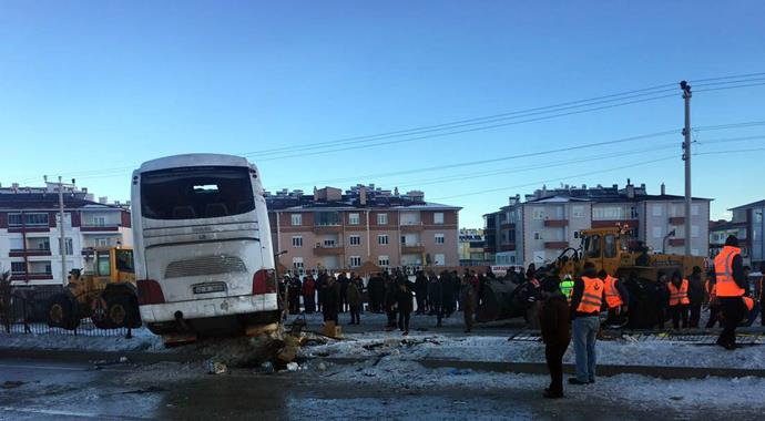 School bus accident in Turkey kills 2, injures 42