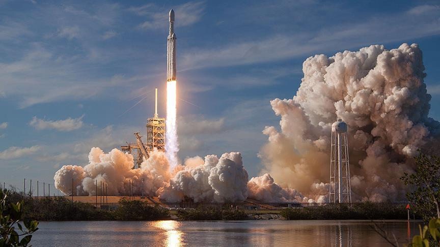 SpaceX launches most powerful rocket in the world