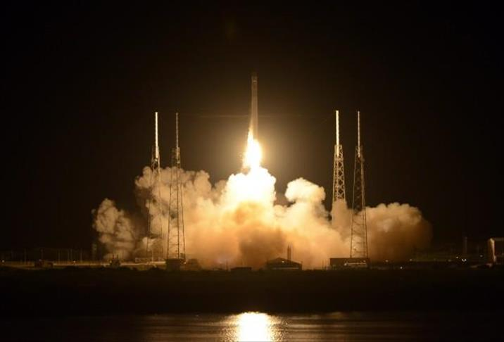 SpaceX to send 2 passengers to moon in 2018