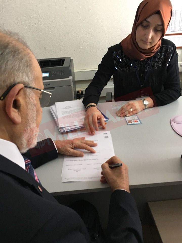 Temel Karamollaoğlu applies his signature for the presidential candidacy