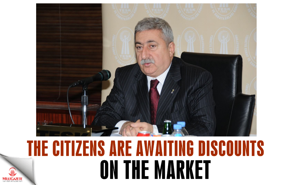 The citizens are awaiting discounts on the market