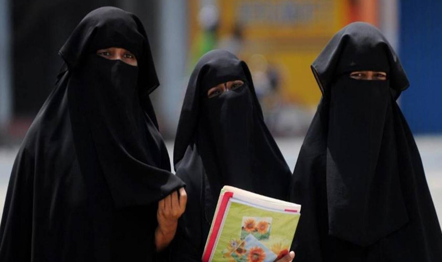 Tunisia bans niqab in government offices