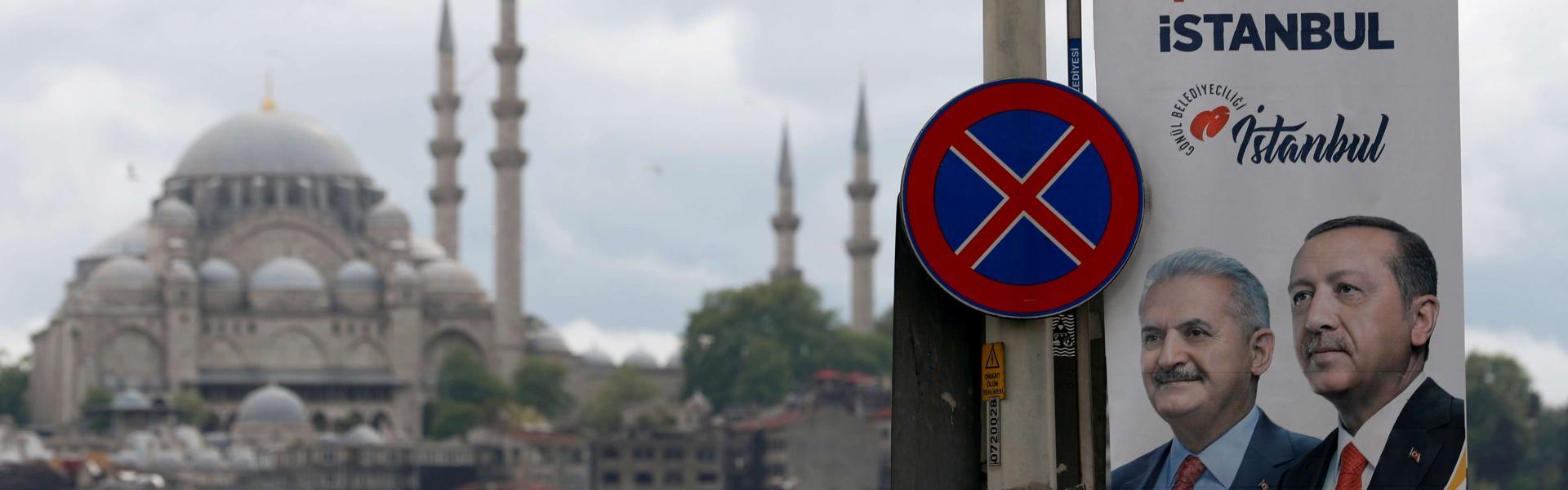 Turkey's Erdoğan changes campaign team for Istanbul rerun