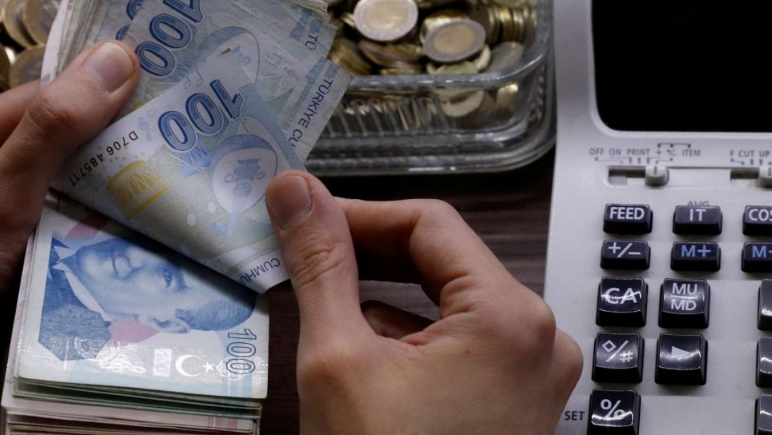Turkey agrees pay rise for public sector workers