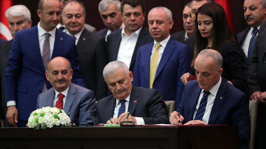 Turkey: Government, state workers sign new labor deal