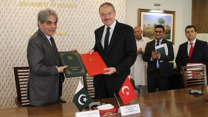 Turkey provides $10 million to displaced Pakistanis