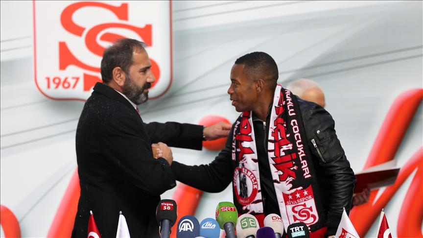 Turkey's Sivasspor signs Brazilian star Robinho