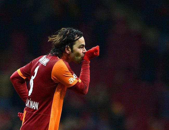 Turkish footballer Selçuk İnan sues Samsung for 'S8' logo