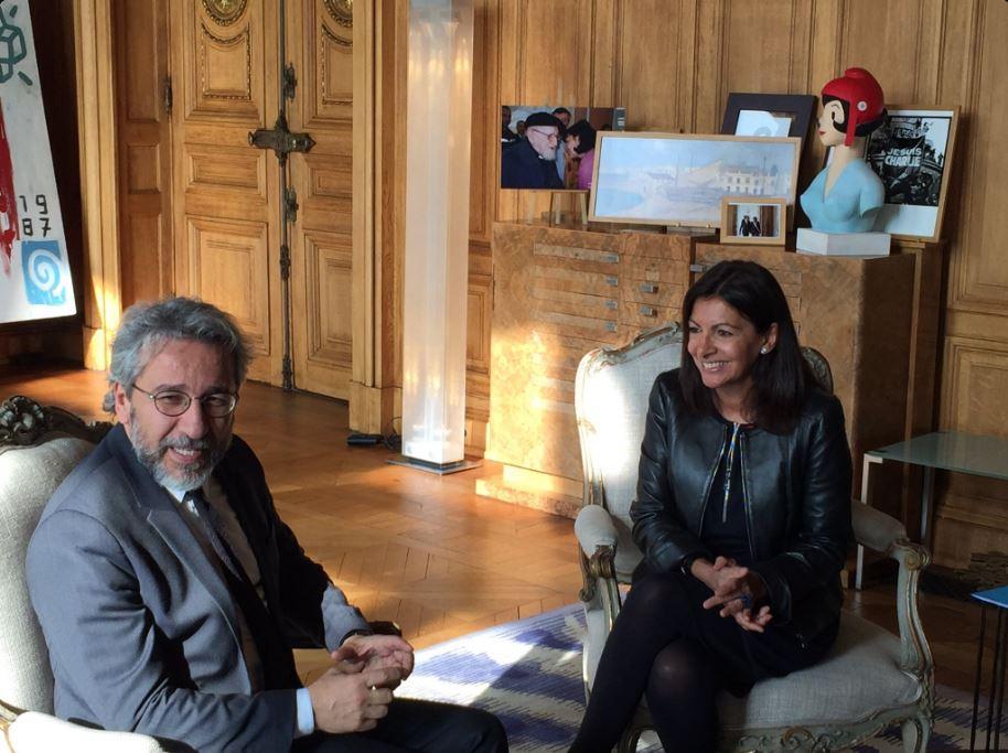Turkish journalist Can Dündar granted citizenship of Paris