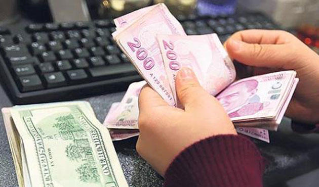 Turkish Lira continues fall against dollar, euro amid risks