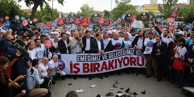 Turkish workers to give their wallets to government in pay protest