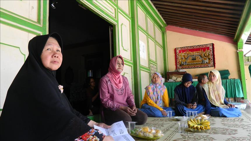 Women at margins of Indonesian society study Islam
