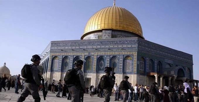 Zionist Israeli Forces raid Masjid Al-Aqsa