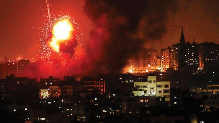 Zionist Israeli regime bombs Gaza