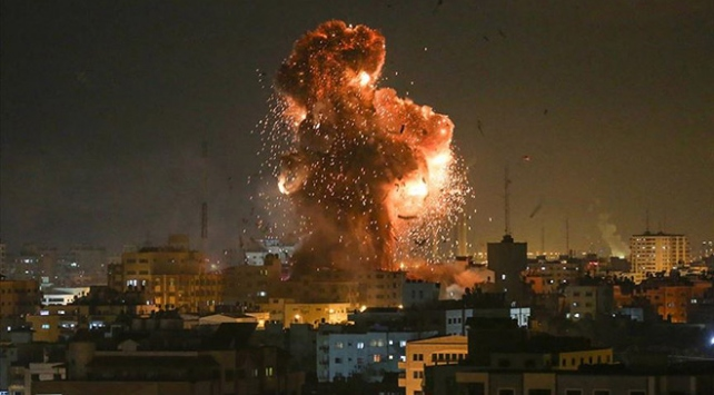 Zionist regime's tanks attack Gaza sites